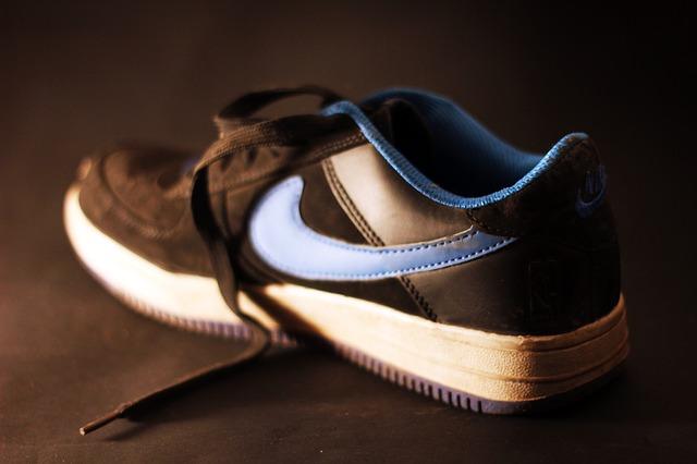 Quali sono le scarpe migliori per camminare  Guida alla scelta ... 9c8cf8a820b