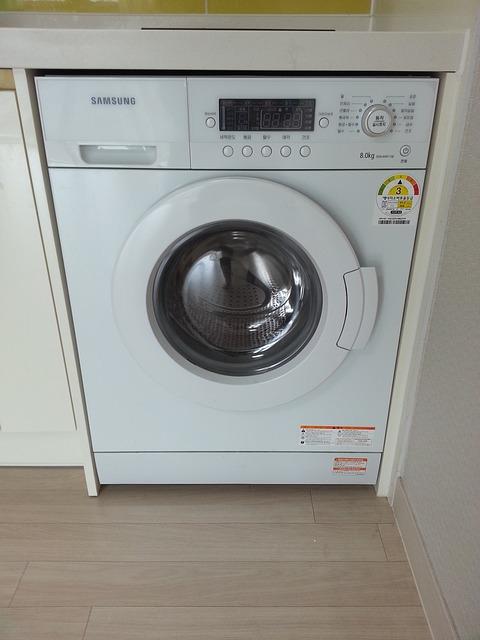 Pulire la lavatrice: come usare aceto e bicarbonato per rimuovere la ...