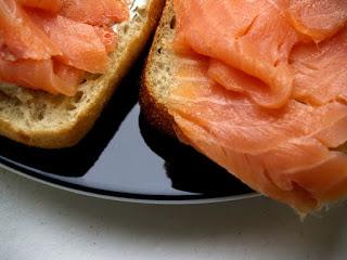 Si può mangiare il salmone affumicato in gravidanza?